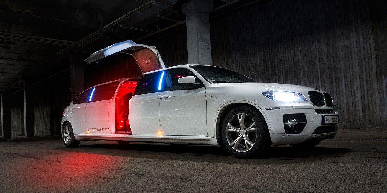 limousine, limo, white-1249507.jpg